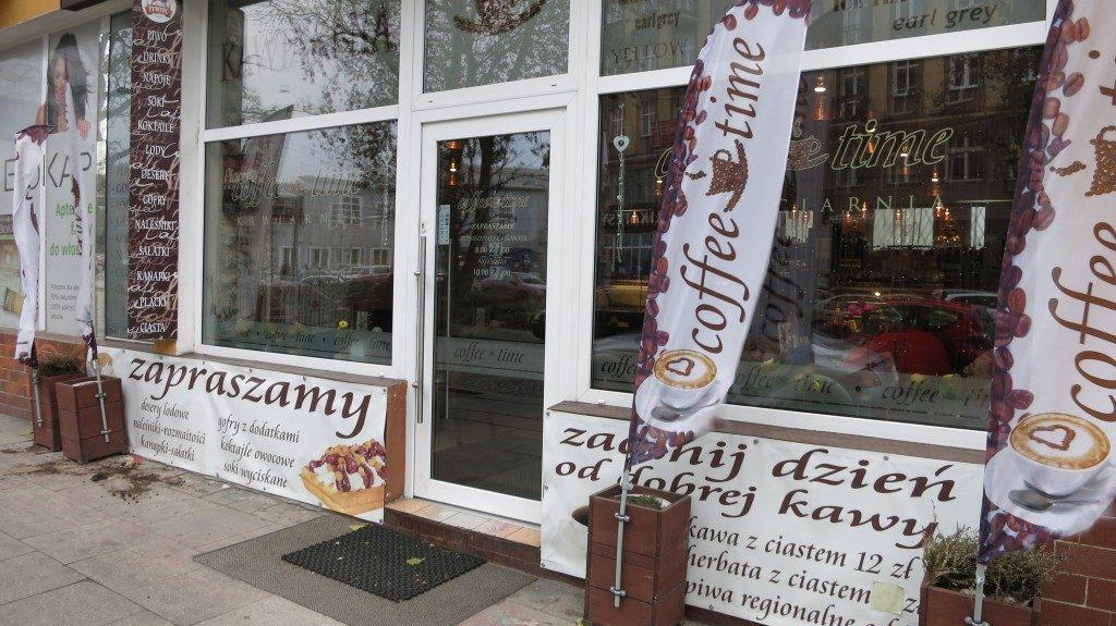 Drzwi wejściowe z witrynami - Gdynia ul. Starowiejska 56