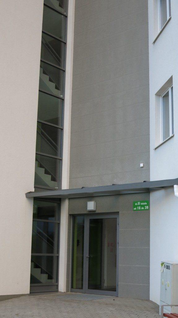 Fasada drzwi oraz zadaszenie aluminiowe - Gdańsk ul. Dulina 1
