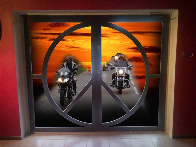 Drzwi wejściowe aluminiowe do klubu motocyklowego w Gdyni