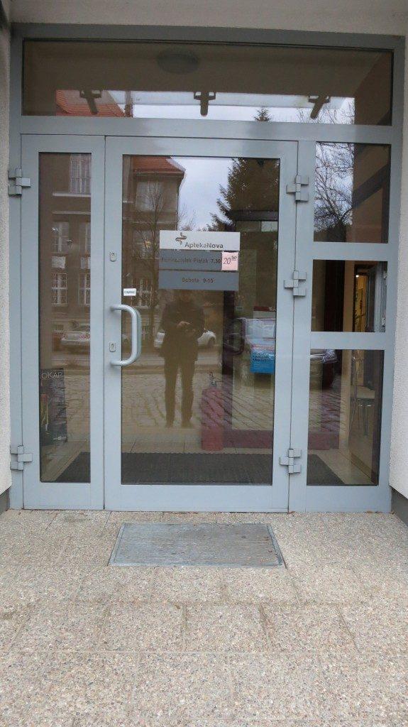 Strefa wejścia aluminium do Apteki Gdańsk ul. Polanki